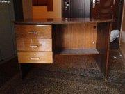 плита кухонная, стол письменный, шкаф трёхстворчатый